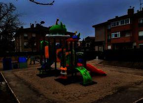 El Ayuntamiento sigue dotando al municipio de nuevos equipamientos: Nuevos juegos infantiles en la C/Nueva de Tabanera del Monte (cerrados, eso si, hasta que pase la cuarentena)