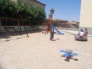 Tabanera del Monte renueva el área de juegos infantiles